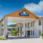 Days Inn by Wyndham San Antonio