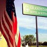 Exterior GrandStay Sign