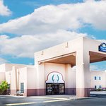 Days Inn & Suites by Wyndham Lordsburg