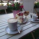 Pavlova, tiramisu i kawa w tygielku