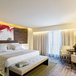 BEST WESTERN Premier Americas Fashion Hotel