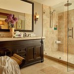 Balcony Spa Suite Bathroom