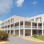 Days Inn & Suites by Wyndham College Park/Atlanta/Airport W
