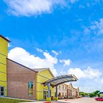 Days Inn by Wyndham North Dallas/Farmers Branch
