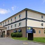 Days Inn & Suites by Wyndham Romeoville