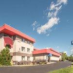 Days Inn by Wyndham Duluth Lakewalk