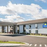 Days Inn & Suites by Wyndham Wausau