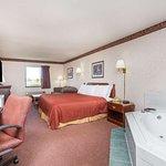 1 King Bed Hot Tub Room