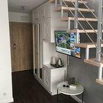 pokój - szafy, lodówka, tv, ...