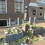 Escultura Anne Frank