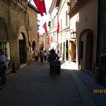 Foto di Via Portica