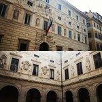 Facciata e cortile interno di Palazzo Spada
