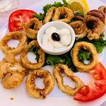 Fried Calamari- Skordaliadip