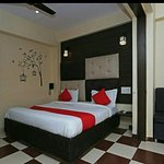 OYO 9926 Hotel Bharat Inn