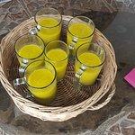 Jugo de mango, macacuyá y moringa servido a nuestra llegada. Es delicioso!