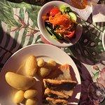 Saiblingsfilet mit Kartoffeln und Schnitzel mit Potato Wedges