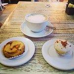cappucinno, tarte au pommes et macarons