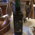 Poisson frais choisis sur présentoir,bon vins locaux, bonne ambiance