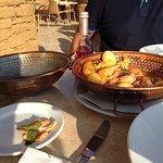 Très bel endroit très accueillant  Nous avons dégusté le plat typique portugais la cataplana dél