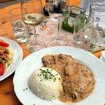 Kalbsschnitzel, Salat mit Putenstreifen
