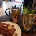 Iced teas and chocolate mousse cake