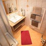 Dusche im Appartement 5