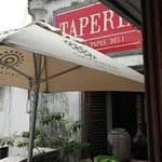 Foto de Taperia Wine & Tapas Bar - Deli