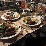 costelinha frita, arroz, feijão tropeiro, mandioca frita e couve