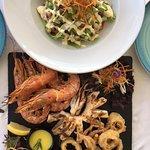 Seafood Mix mit Salat