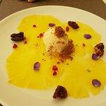 Ananascarpaccio met notenijs