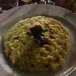 Risotto di sibari allo zafferano con riduzione di Ciro rosso ( variante vegana )
