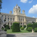 Here is the Naturhistorisches Museum (Natural History Museum)