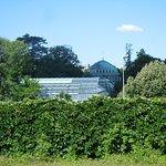 Vue sur la Grande Serre du Jardin des Serres d'Auteuil