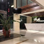 Sảnh lễ tân khách sạn Sofia Tam Đảo với nhiều cây xanh tự nhiên giúp quý khách có cảm giác thư t