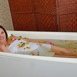 Наша гостья принимает цветочные ванны. Кумысолечебница Байтур - здесь начинается блаженство!