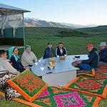 Наши гости кумысолечебницы наслаждаются чаепитием из самовара на свежем воздухе и закатом!
