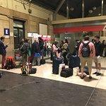 passagers désœuvrés à 1h du matin en gare de Milan, merci THELLO !