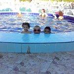 حمام سباحة بمياه دافئة ممتع