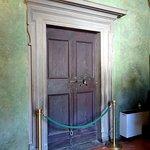 ヴァザーリ回廊からヴェッキオ宮殿への扉