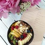 Açaï Bowl avec ses fruits frais & granola maison