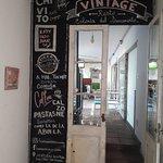 Una de las puertas internas del restaurant Vintage.