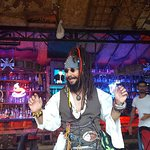 Hear you kan see the real Jack Sparrow and eat a real good meal servad from a good staf