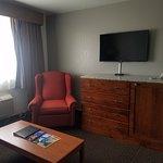King Suite 324 Sitting Room (2)