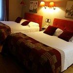 propreté et confort avec deux grands lits et belle décoration