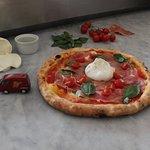 Pizza Estate ( crudo, bufala, pomodorini ) impasto Napoli