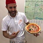 Gae il titolare del punto vendita PizzaCasa del BORGO