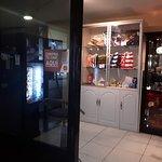 La Tiendita (maquinas de soda y café).
