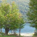 margens do lago Escondido.