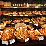 Variedad de masas francesas para llevar o comer en el lugar