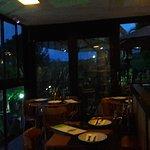 salão do restaurante anoitecendo
